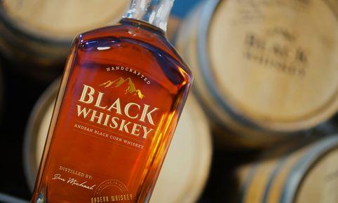 Best Exotic Black Whiskey Around The World: el único destilado peruano hecho a base de maíz morado.